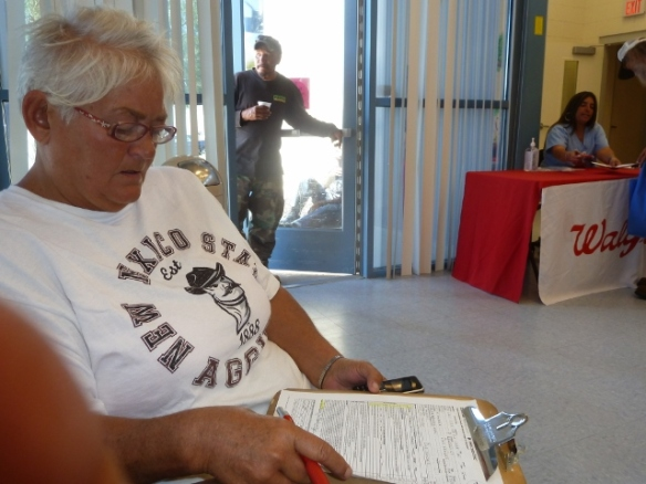Mary Grudewicz signs up to get flu vacc.